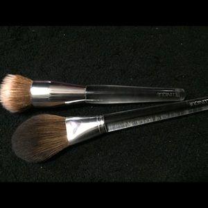 Clinique Makeup - Clinique Foundation + Powder Foundation Brush